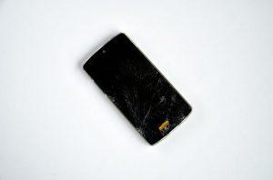 Zaščitna stekla za telefon ne morejo preprečiti vseh poškodb