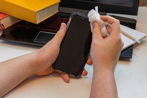 Zaščitna stekla za telefon dopolnjujejo druge preventivne ukrepe in skrb za dobrobit naprave